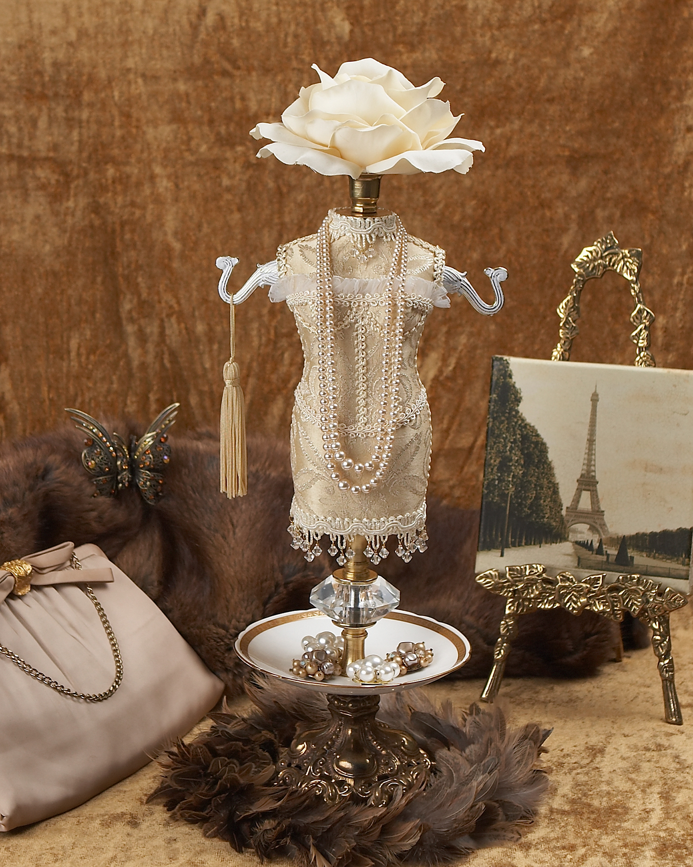 Jewelery holder figurine in cream outfit